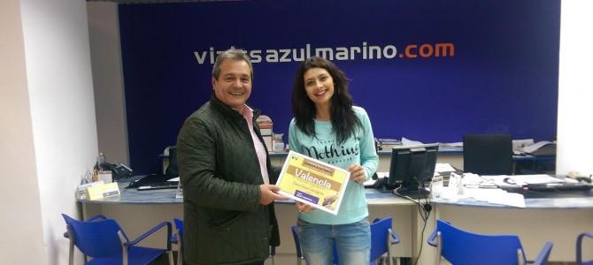 Elena recoje el premio Viajes Azul Marino de la subida a La Tesla